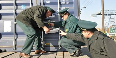Таможня и почта подписали соглашение об упрощении таможенного декларирования